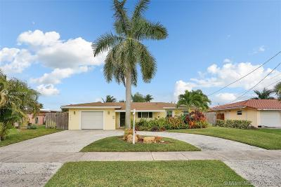 Pompano Beach Single Family Home Active With Contract: 240 SE 3rd Ave