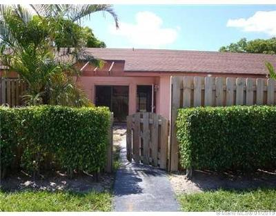 Deerfield Beach Condo Active With Contract: 934 NW 53rd St #934
