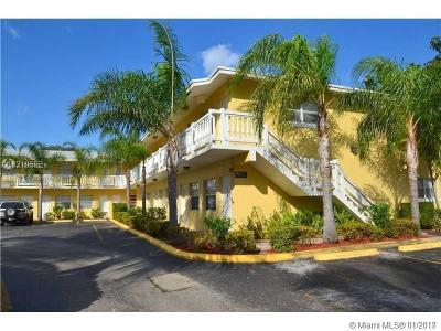 Oakland Park Condo For Sale: 4050 NE 12th Ter #14-1