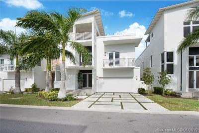 Doral Single Family Home For Sale: 8305 NW 34th Dr