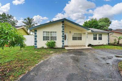 North Lauderdale Single Family Home For Sale: 7814 SW 7th Pl