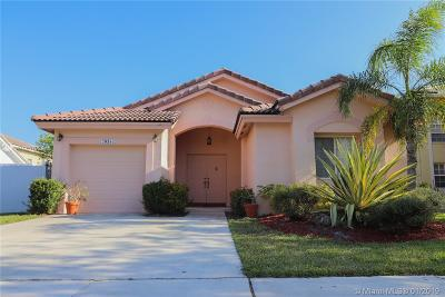 Pembroke Pines Single Family Home Active With Contract: 20385 SW 5th St