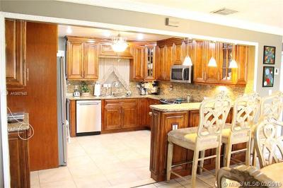 Pompano Beach Single Family Home For Sale: 2448 NE 12th Ter