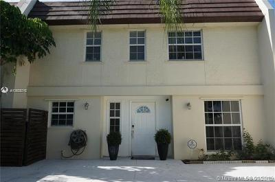 Miami Lakes Single Family Home For Sale: 6747 Crooked Palm Ter