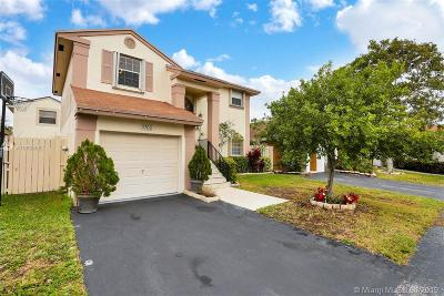 Sunrise Single Family Home Active With Contract: 3760 NW 107th Way