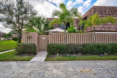Palm Beach Gardens Condo For Sale: 1021 10th Ct #1021