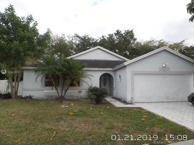 Miramar Single Family Home Active With Contract: 3061 Salinas Way