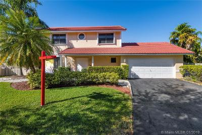 Davie Single Family Home For Sale: 811 Altavista Ter