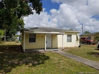 Miami Gardens Single Family Home For Sale: 2441 NW 152nd St