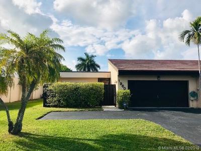Hialeah Single Family Home For Sale: 19600 E Lake Dr