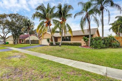 Sunrise Single Family Home Active With Contract: 751 SW 157th Ter