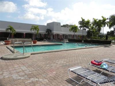 Dania Beach Condo For Sale: 600 NE 2nd St #301