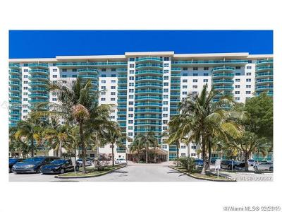 Sunny Isles Beach Condo For Sale: 19390 Collins Ave #527