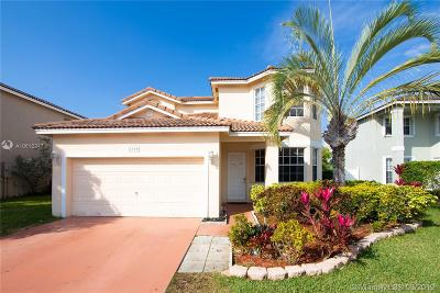 Pembroke Pines Single Family Home For Sale: 1752 NW 166th Ave
