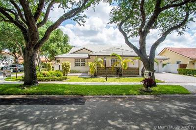 Miami Lakes Single Family Home For Sale: 16861 NW 79th Pl