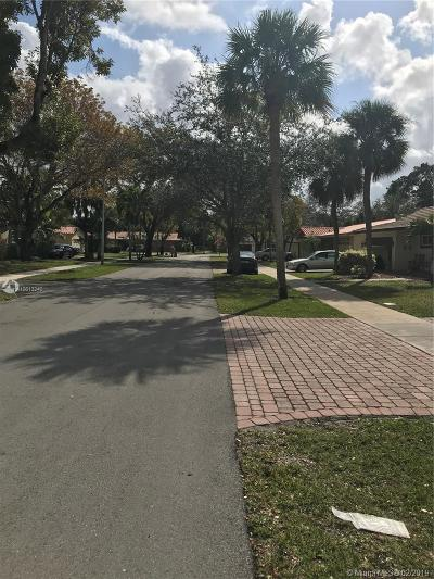 Miami Lakes Single Family Home Active With Contract: 6961 Bottlebrush Dr