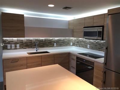 North Miami Beach Condo For Sale: 16385 Biscayne Blvd #519