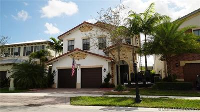 Doral Single Family Home For Sale: 10490 NW 69th Ter