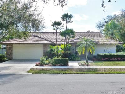 Jupiter Single Family Home For Sale: 105 Bayberry Cir