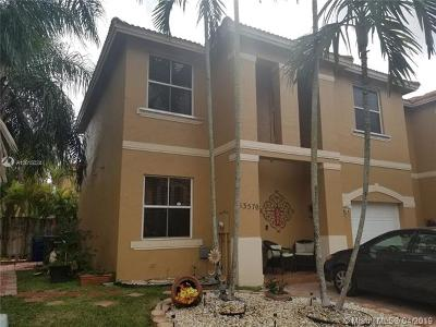 Pembroke Pines Single Family Home For Sale: 13570 NW 9th Ct