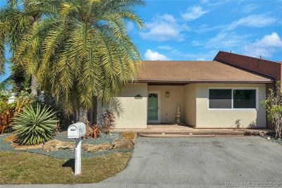 Dania Beach Single Family Home Active With Contract: 4483 Treasure Cove Dr