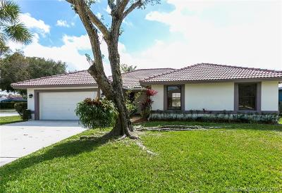 Coral Springs Single Family Home Active With Contract: 7202 NW 40th St
