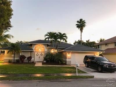 Pembroke Pines Single Family Home For Sale: 10236 SW 12th St