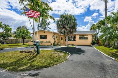 Hallandale Single Family Home Active With Contract: 1048 SW 2 Street