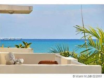 Miami Beach Condo For Sale: 7832 Collins Av #607