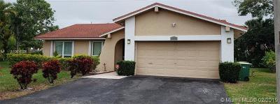 Tamarac Single Family Home For Sale: 5205 Areca Palm Cir