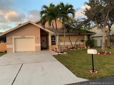 Pembroke Pines Single Family Home For Sale: 20521 NW 7 St