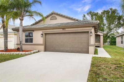 Tamarac Single Family Home For Sale: 9911 Red Heart Ln
