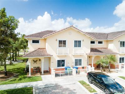 Hialeah Condo For Sale: 17902 NW 74th Ct