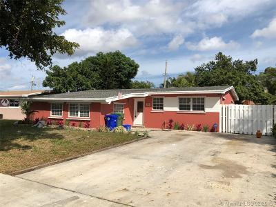 Pembroke Pines Single Family Home For Sale: 111 SW 68th Blvd