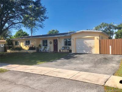 Hialeah Single Family Home For Sale: 17050 NW 85th Ct