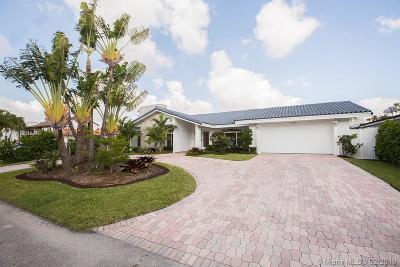 North Miami Beach Single Family Home For Sale: 3243 NE 166th St