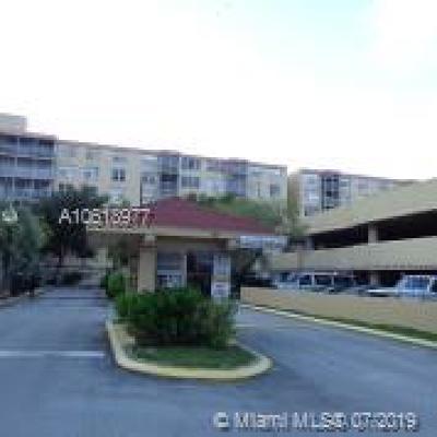 North Miami Beach Condo For Sale: 17890 W Dixie Hway #414