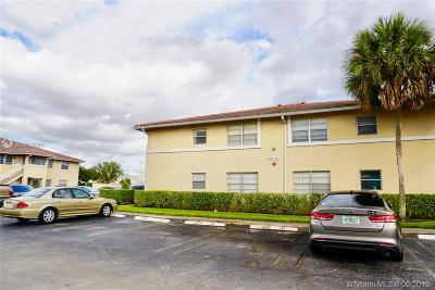 Coral Springs Condo For Sale: 841 Twin Lakes Dr #30-A