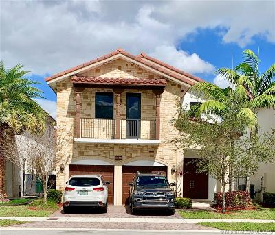 Doral Single Family Home For Sale: 10433 NW 70th Ln