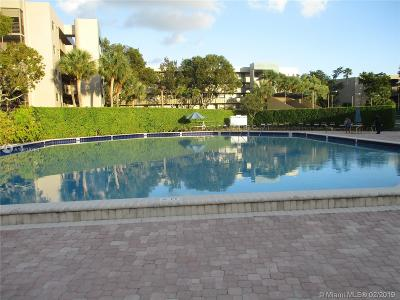 Pembroke Pines Condo For Sale: 901 Colony Point Cr. #212