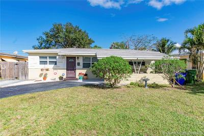 Pembroke Pines Single Family Home For Sale: 6941 SW 11th St