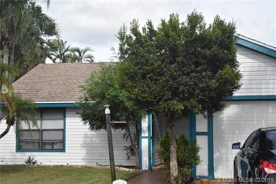 Palm Beach County Single Family Home For Sale: 4570 Brook Dr