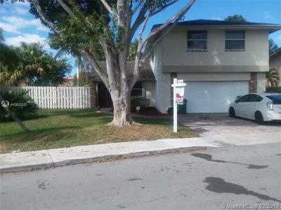 Davie Single Family Home For Sale: 651 Thornridge Ave