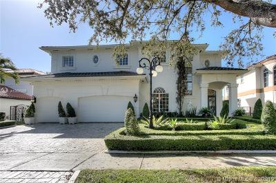 Miami Lakes Single Family Home For Sale: 8000 NW 166th St