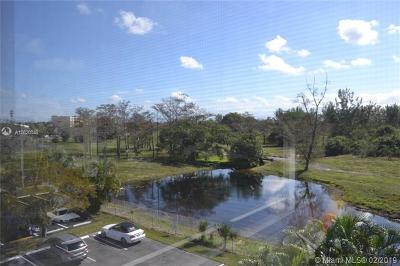 Sunrise Condo For Sale: 3050 Sunrise Lakes Dr E #402