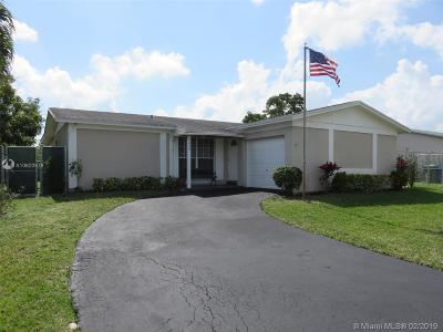 Pembroke Pines Single Family Home For Sale: 9630 NW 10th St