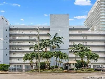 Miami-Dade County Condo For Sale: 677 NE 24th St #505