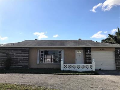 Tamarac Single Family Home For Sale: 6701 W Westwood Blvd W