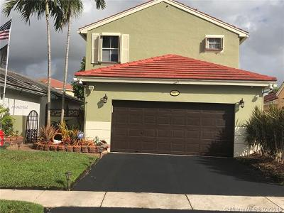Pembroke Pines Single Family Home For Sale: 18871 NW 22nd St