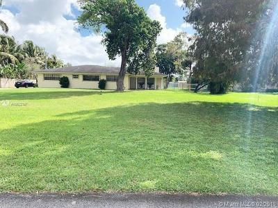 Miramar Single Family Home For Sale: 4301 SW 143rd Ave